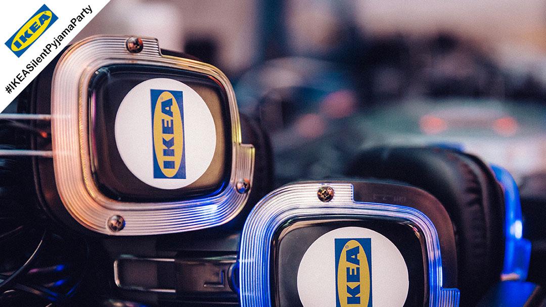 Silent Disco Kopfhörer mit IKEA Logo in blau und gelb