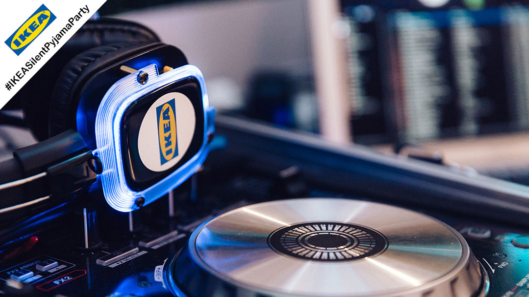 DJ Pult Silent Disco IKEA mit Kopfhörer