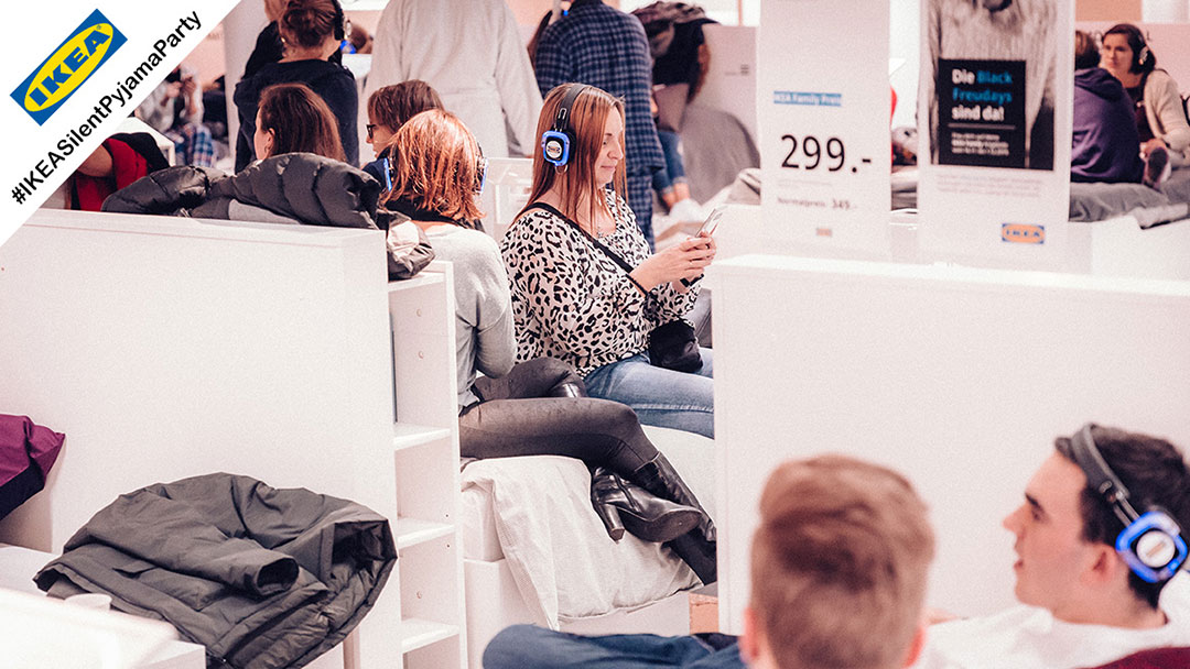 Ikea Bettenabteilung während Silent Disco Party