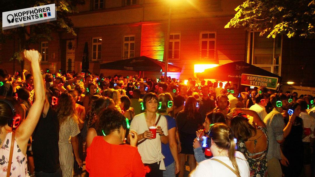 Gruppen Menschen hat Spaß bei Silent Disco Stuttgart