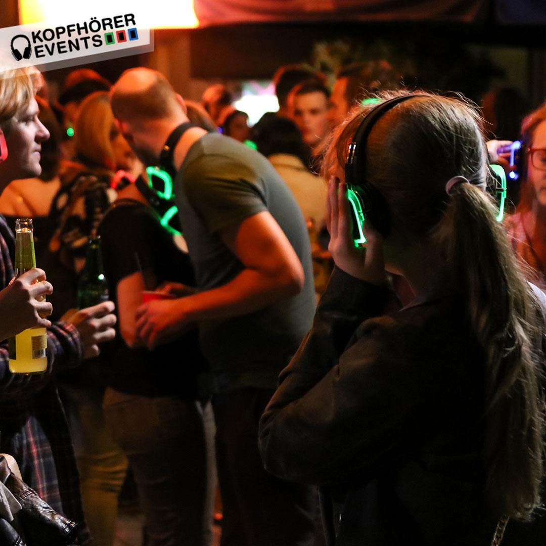 Junge Gruppe von Menschen bei Silent Disco